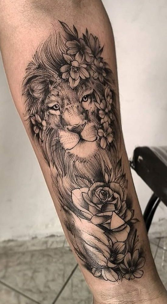 Female Lion Tattoo Arm With Flowers In 2020 Female Lion Tattoo Flower Tattoo Shoulder Thigh Tattoos Women