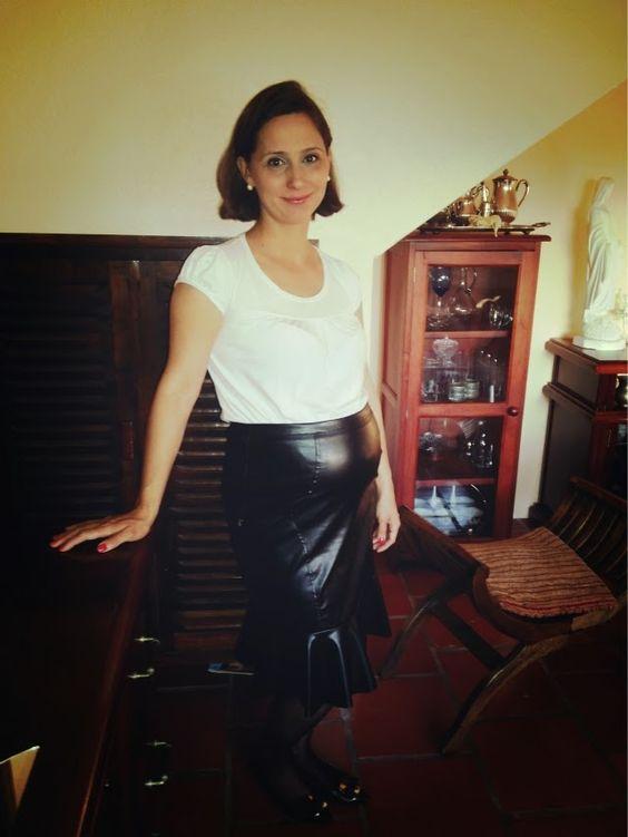 Leather skirt. by FEMINA - Modéstia e elegância (por Aline Rocha Taddei Brodbeck): Resenha: Saia sino de couro sintético