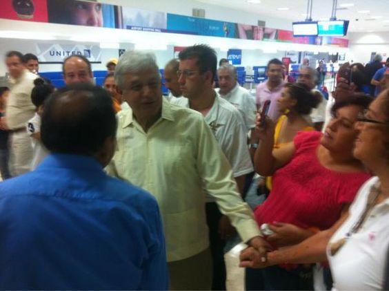 AMLO en aeropuerto Villahermosa Tabasco