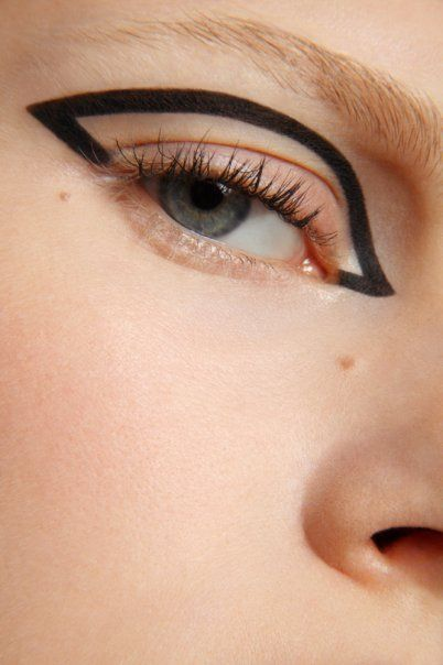 cool alternative to normal winged eyeliner for futuristic edge: