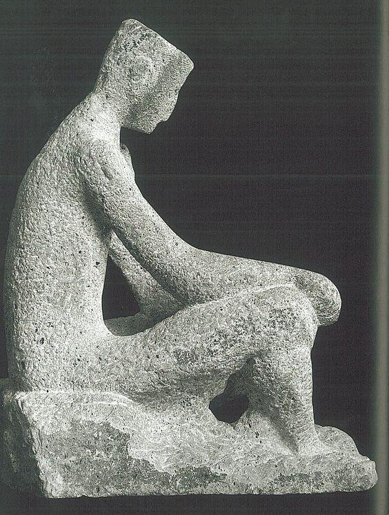 """Fritz Wotruba, Sitzende Figur. """"Seine Werke haben die Wucht des Archaischen und die Spannung unserer stärksten Instinkte"""" (Elias Canetti)"""