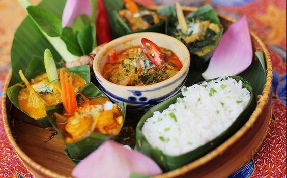 Amok món ăn có sự kết hợp của nhiều nguyên liệu