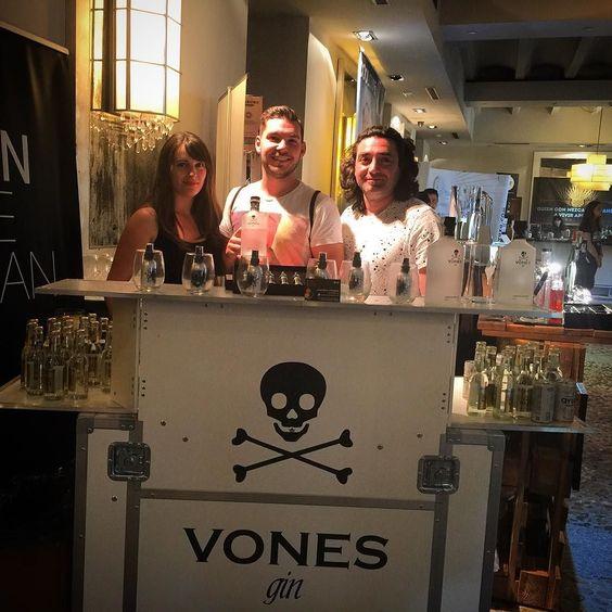 #ginlovers con @dropmoon_es @fevertree_es en el corner de @vonesgin en @Ginmotive