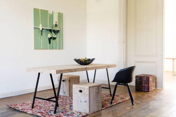 Elegante tafel van steigerhout. Het onderstel bestaat uit twee industriele schragen van staal. De tafel is verkrijgbaar in diverse afmetingen.
