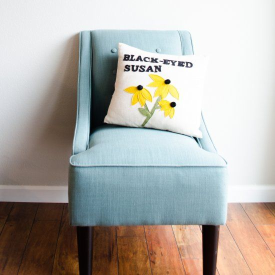 Make these easy pillows inspired by vintage seed packets. Two designs!
