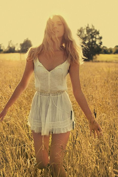 little white sun dress! want!:)