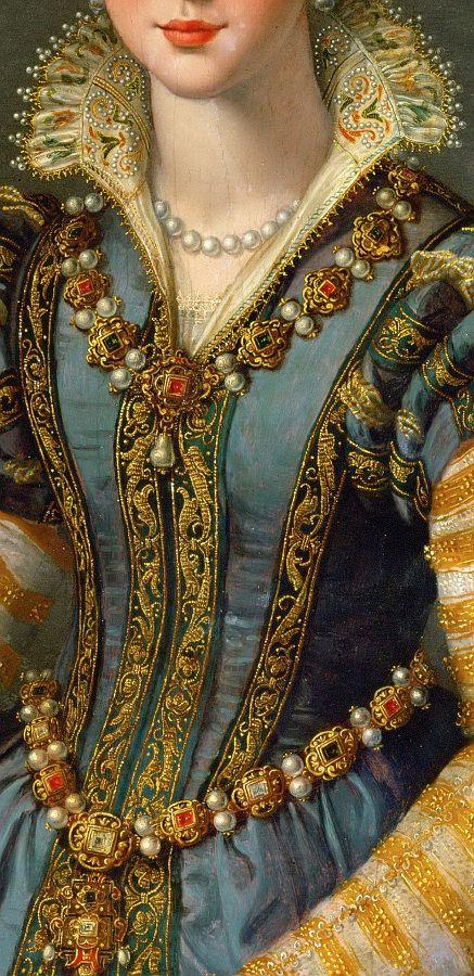 Gola que ganhou o nome por causa da família Médicis, que era rica e poderosa na cidade de Florença, na Itália, no século XV. As mulheres da família usavam uma gola de renda engomada e grande, muitas vezes estruturada com suportes, para passar uma imagem de poder. Tornou-se moda em vestidos d festa no século XIX.