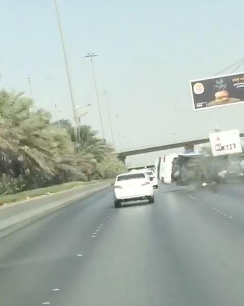 فيديو متداول لسائق فــي المملكة العربية السعودية استخدم الجوال أثناء سياقتة السيارة مما أدى لحادث شنيع اضغط على اللايك دعما لنا ا Bahrain Road