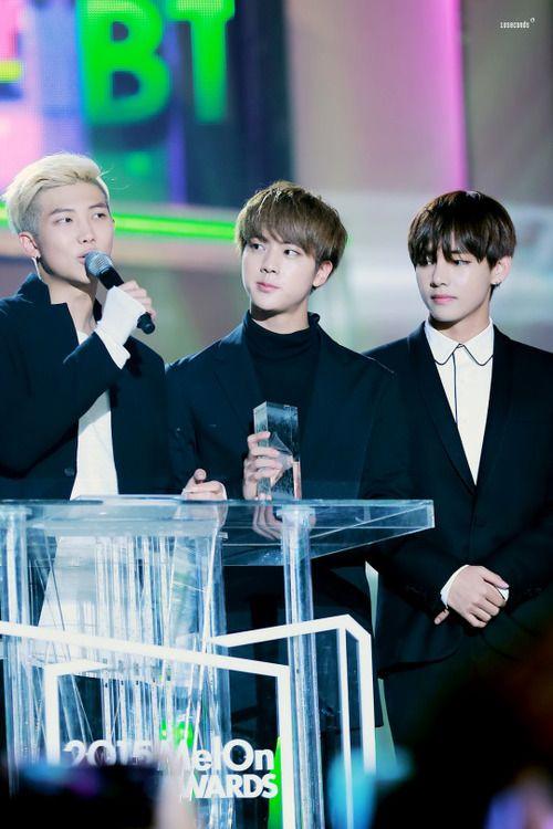 BTS RM SJ V   aww its the Kim familyy <3