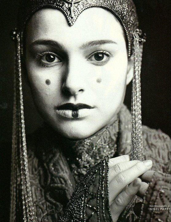 Queen amidala natalie portman and love this on pinterest - Princesse amidala ...