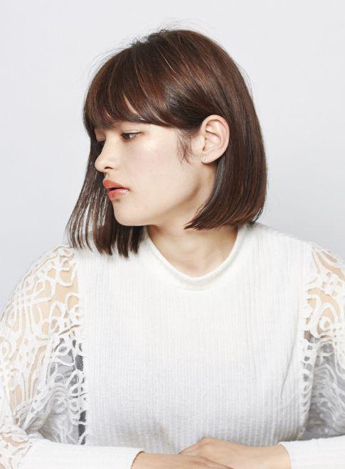 ブラントカットって聞いたことありますか?日本でいう切りっぱなしヘアのこと。あえて作りこまない、切りっぱなしで無造作なスタイルが2016春夏の最旬スタイルとして注目されています♡昨年に引き続き、ナチュラルな自然体スタイルが今年も流行の兆し♪