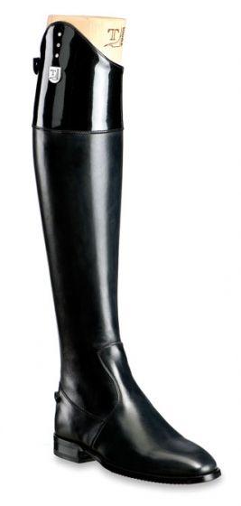 Tucci boot.  Find best Leather Care products in http://www.vivenciadehesa.es/cuidado- Productos para el cuidado del cuero.