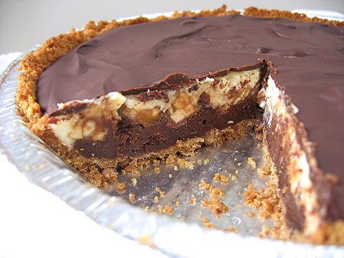 Snickers Pie - I wonder if I tastes like Dave's Homemade Snickers?