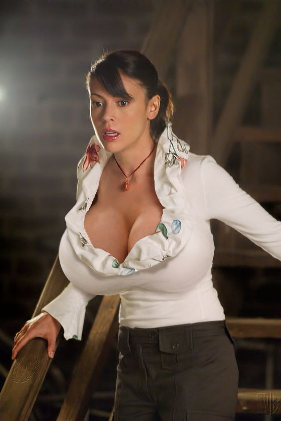 Alyssa milano and deviantART on Pinterest