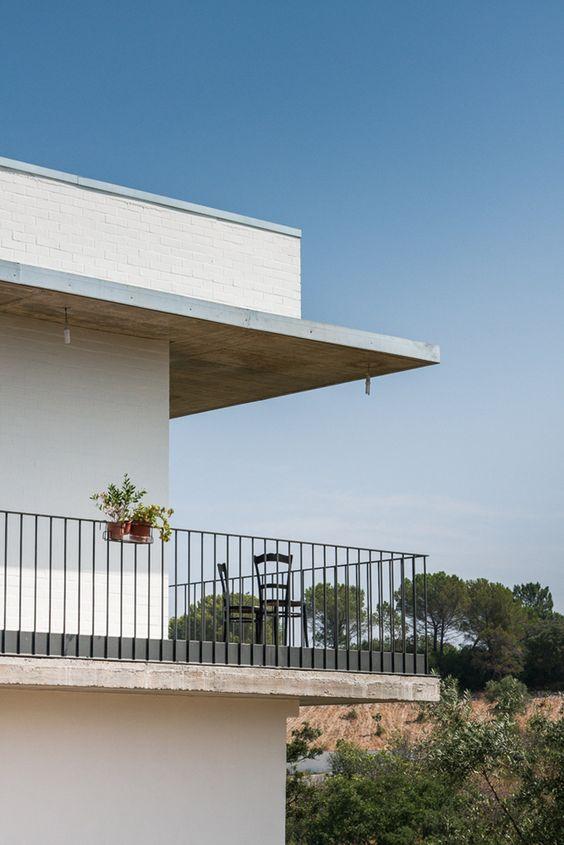 house on a warehouse by miguel marcelino in chicharo, torres novas, portugal - designboom | architecture & design magazine