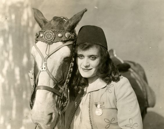 0 theda bara with horse in Under_Two_Flags