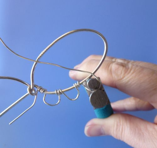 how to form even loops for wire viking knit bezel cabochon