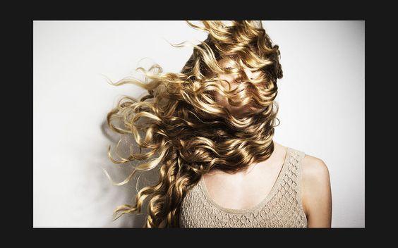 Die richtige Haarpflege: Fein oder störrisch, trocken oder glanzlos – für jedes Haarproblem gibt es Pflegelinien. Die ELLE-Redaktion hat Shampoos und dazugehörige Conditioner getestet!