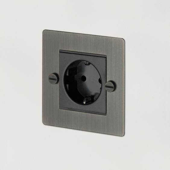1G EURO SOCKETis a single euro plug socket made from solid metal and finsihed with our signature solid metal penny buttons.  Availablein11different...