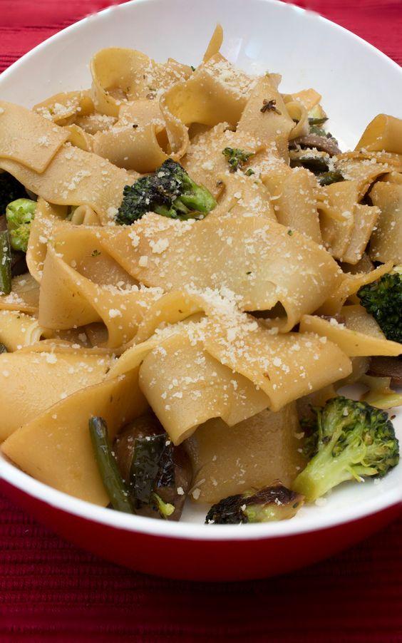 Pasta con verduras a la soja. Un plato de pasta natural, vegetariano y con mucho sabor http://blog.paladarselecto.com/pasta-con-verduras-a-la-soja/