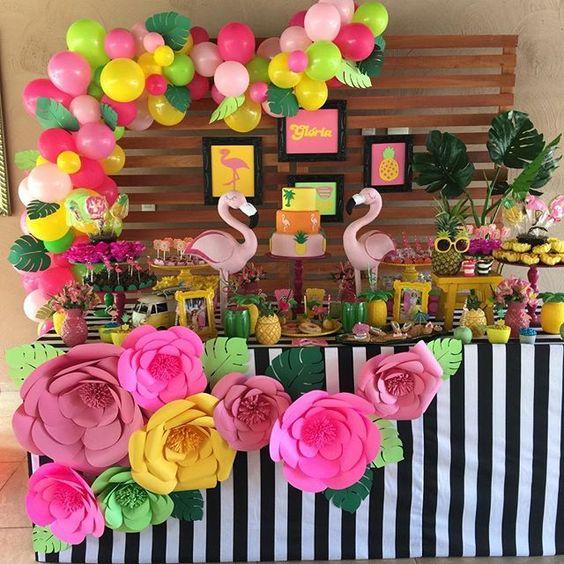 """Tá bom pra vc???? Chilique não, """"comichão"""" #nathaliaventrilho #flamingos #abacaxi #luau #festatropical #festanapraia Com @nana_negrao @luizandreani @papelideia @sweetmemoriesatelie @ateliedanibastos Atelie de Artes Maria Morena:"""
