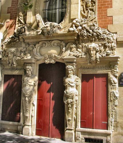 Fenêtre de l'Hôtel Fieubet, à Paris (4e arrondissement).