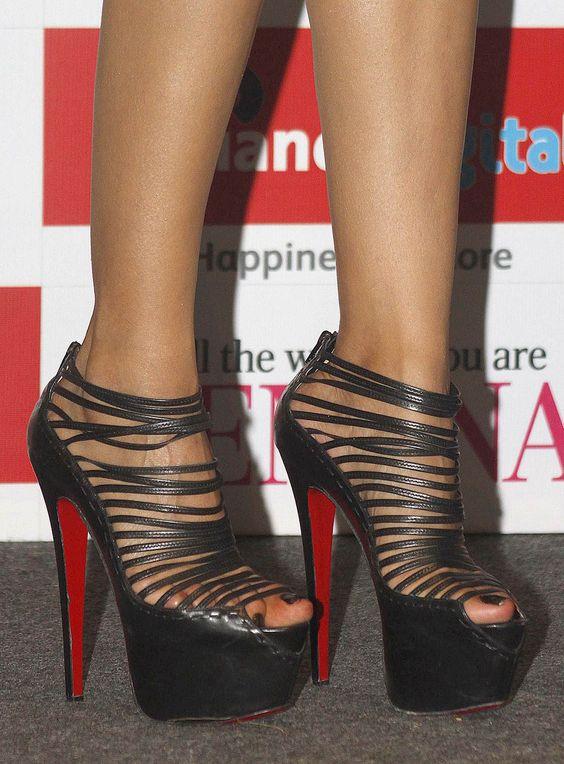 Priyanka Chopra's Feet << wikiFeet