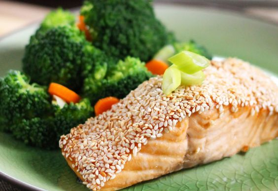 Healthy Dinner Recipe: Easy Sesame Salmon http://greatist.com/health/cheap-healthy-lunch-dinner-entree-recipes