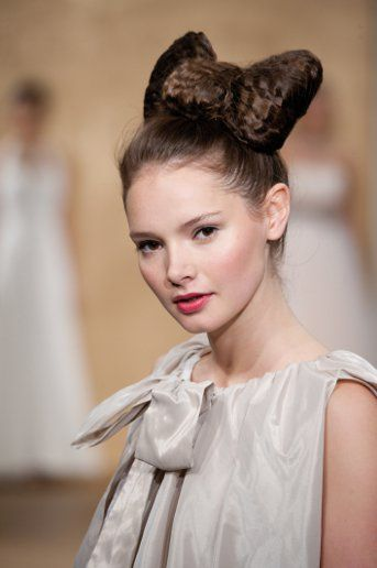 No veil? Tie things up with a dramatic crimped bow instead.