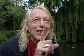 Simon Vinkenoog (Amsterdam, 18 juli 1928 – aldaar, 12 juli 2009) was een Nederlands schrijver, dichter en voordrachtskunstenaar...