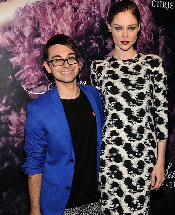 Christian também é amigo de outras supermodelos - ele está sempre na companhia da linda Coco Rocha