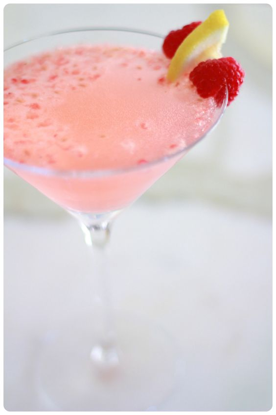 Lemon & Raspberry Vodka Champagne Cocktail | The Divine Addiction