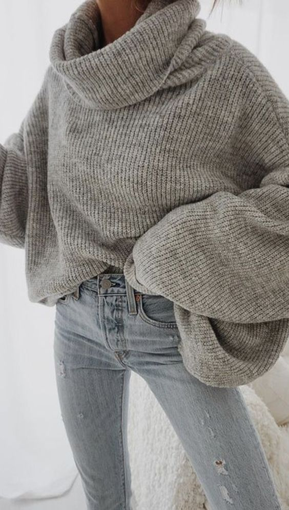 oversized turtleneck sweater + levis skinny jeans outfit for women | best winter outfit ideas for everyday | free people sweater outfits | #freepeople #urbanoutfitters #levis #skinnyjeans #ootd