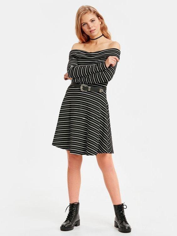 Lcw Bayan Elbise Modelleri Siyah Kisa Straplez Uzun Kol Kemerli Cizgili Elbise Siyah Bagcikli Deri Bot Cizgili Elbise Elbise Moda Stilleri
