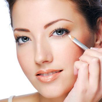 Use a White Eyeliner Around the Inner Eye
