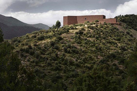 Un castillo casi medieval y vanguardista en Marruecos.