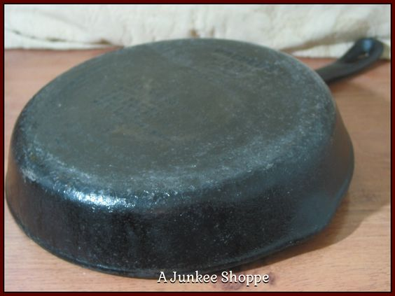 WAGNER'S 1891 Original 100th Anniversary 1991 Cast Iron Black Frying Pan Replica   Junk0894  http://ajunkeeshoppe.blogspot.com/