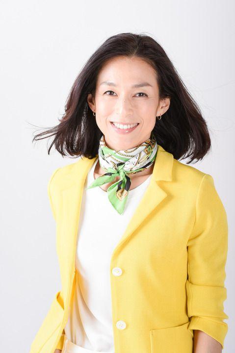 黄色いジャケットが似合っている鈴木保奈美