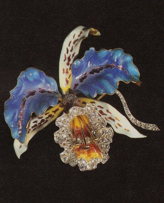 Henri Vever attrib. - An Art Nouveau gold, enamel and diamond brooch in the form of an orchid, Paris, circa 1900. Source: Charlotte Gere and Geoffrey C. Munn - Artists' Jewellery - Pre-Raphaelite to Arts and Crafts. #Vever #ArtNouveau #brooch: