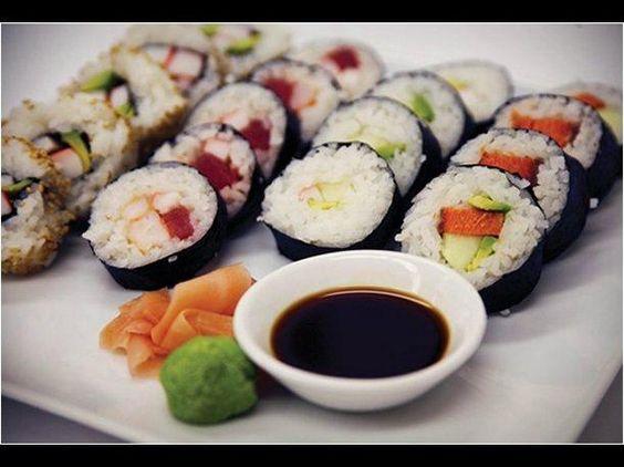 ¿Cómo hacer sushi en casa? Aquí te lo contamos paso a paso:http://peru.com/estilo-de-vida/gastronomia/como-hacer-sushi-casa-aqui-te-lo-contamos-paso-paso-noticia-218524