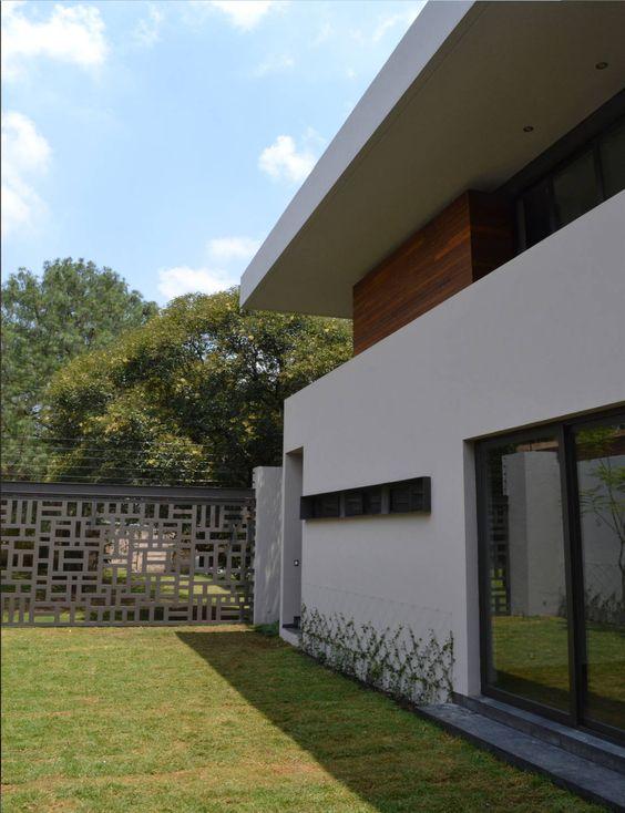 una casa que rodea al jardn y en donde los elementos orgnicos toman el control y
