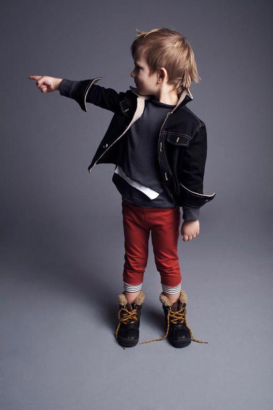 süßes Winteroutfit für Baby Junge mit Hose und Kapuzenjacke