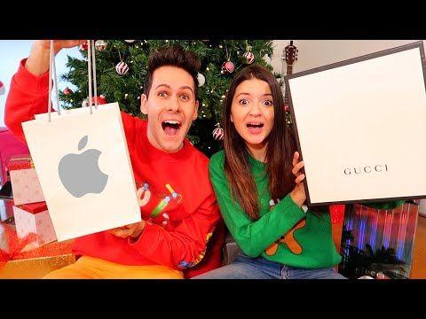 Apriamo I Regali Di Natale.Apriamo I Regali Di Natale Scherzo A Lui Youtube Nel 2020 Regali Di Natale Natale Regali