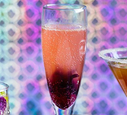 Cocktails hibiscus and pink on pinterest for Drinks with prosecco and vodka