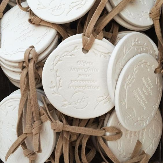 These medals can be customized on request with your own message. For all occasions: wedding, baby shower, mothers day, professional event or any other special occasion. CONTACT US: bonjour@studio-tandem.com   The medal Julie-Eleanor is made with white sandstone and a suede lace. It has a