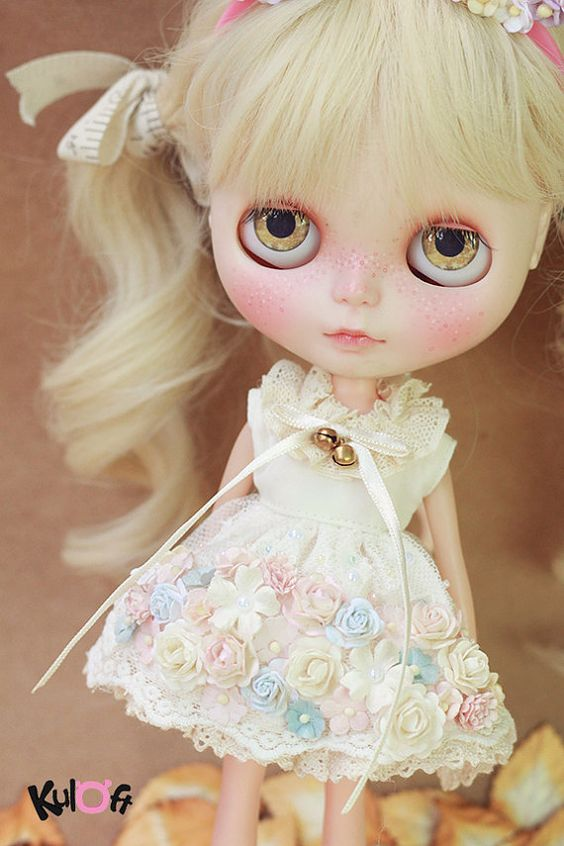Etsy の Blythe Secret flowers Dress by kuloft