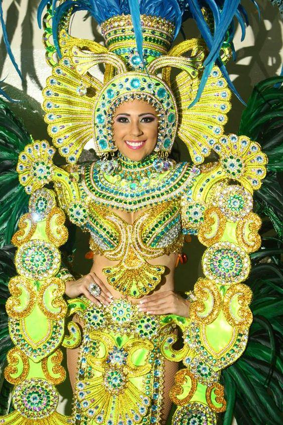 #Disfraces #Carnavales #ReinaEsmeralda