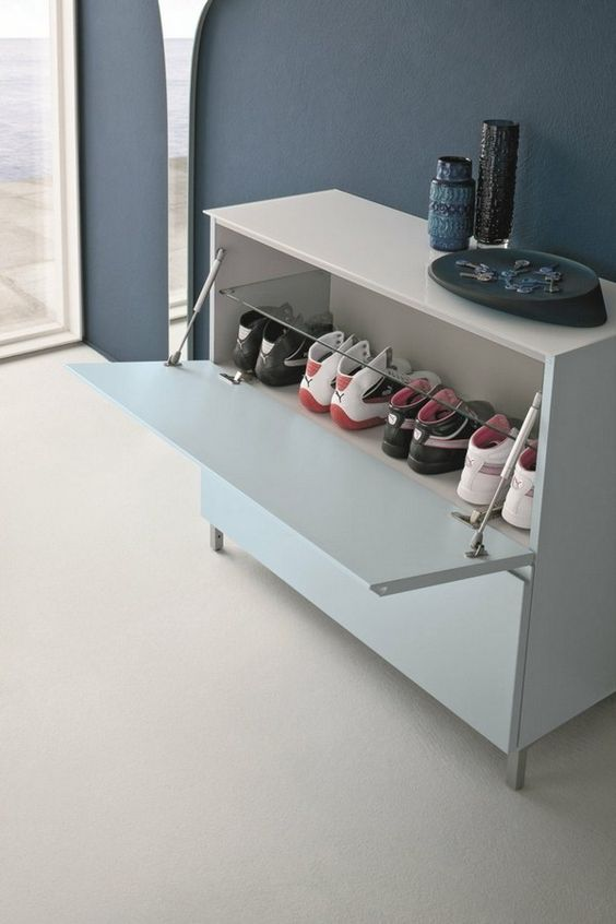 Lowboard shoe cabinet with asymmetrical mirror