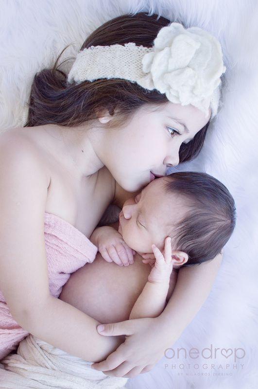 Sesión de fotos de recién nacido - newborn - Cata y Julieta #newbornphotography #onedropphotography #uruguay Instagram @onedropphotographybymz