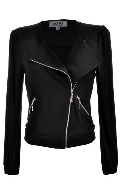 Una súper #chamarra en color negro para lucir bella este invierno